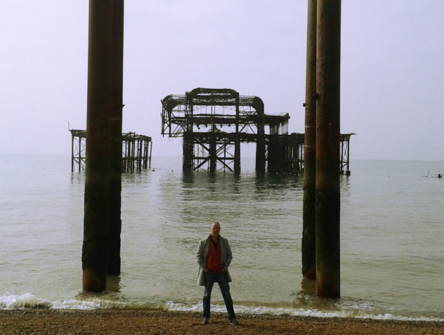 Hans Croon before the Brighton West Pier